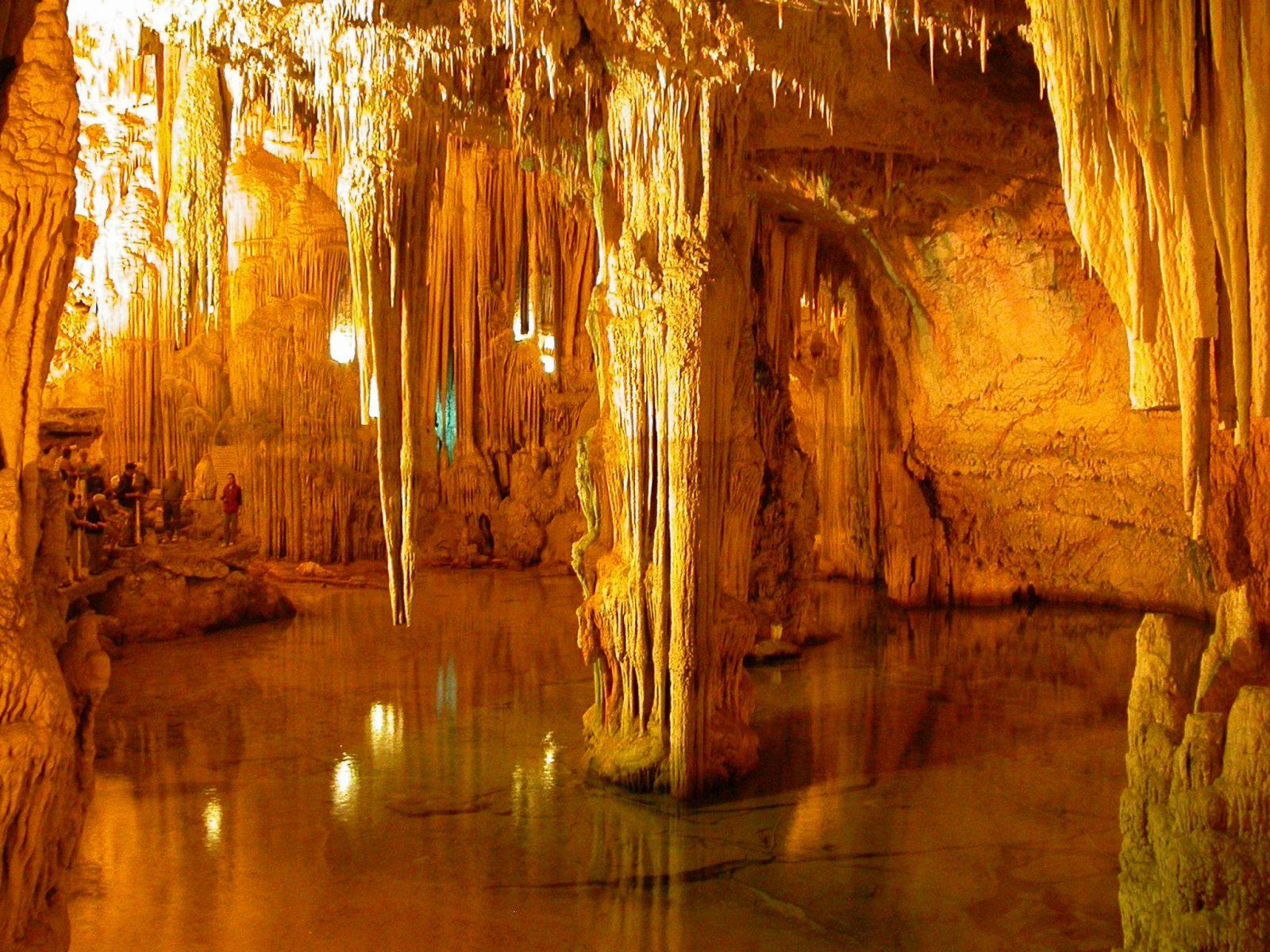 Abruzzo. Hai mai visitato le Grotte di Stiffe, uno spettacolo meraviglioso della natura?