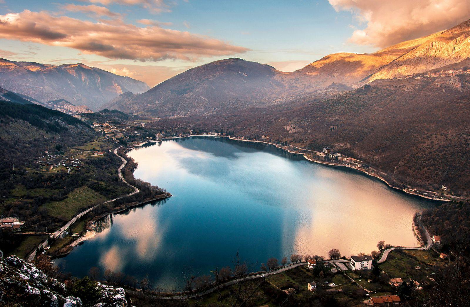 Abruzzo. Lago di Scanno. Per ammirarlo così? Devi seguire il ...