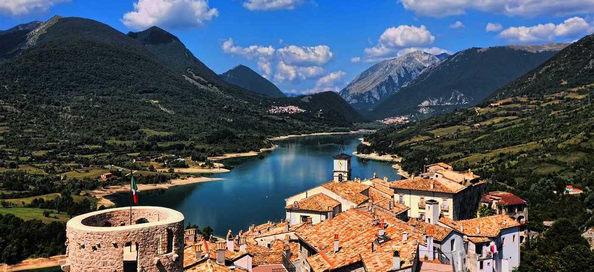 Abruzzo. Il Lago di Barrea, un incanto nel Parco Nazionale d\'Abruzzo