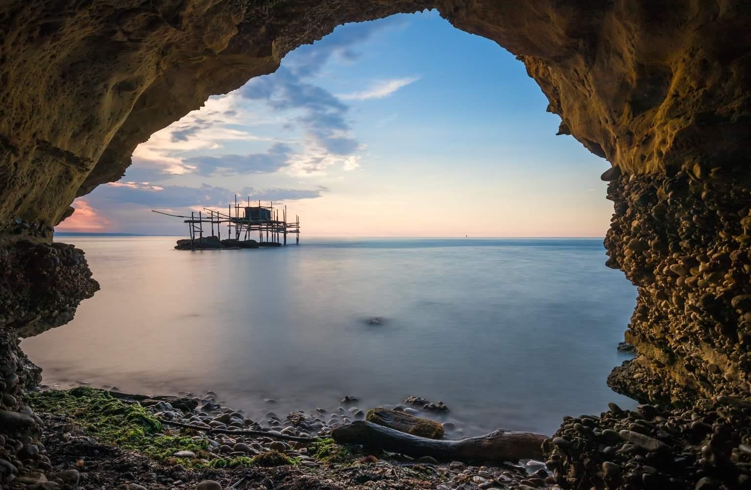 Conosci la fresca e segreta Grotta di Punta Aderci? È un ...