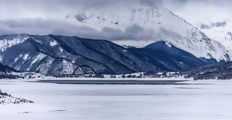 lago di campotosto ghiacciato