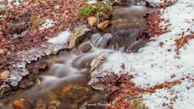 Abruzzo. Fonte Romana (Pacentro) ti accoglie con un caldo tramonto montano sulla neve