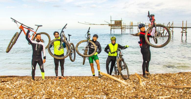 Bikers sulla Via Verde visitano la meraviglia del Trabocco di Punta Aderci
