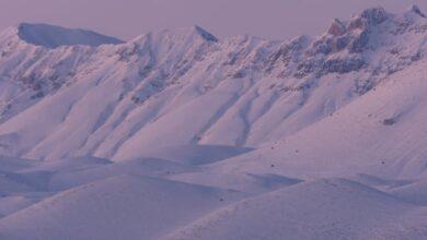 I monti di Campo Imperatore alla fine del crepuscolo, visti da Calascio