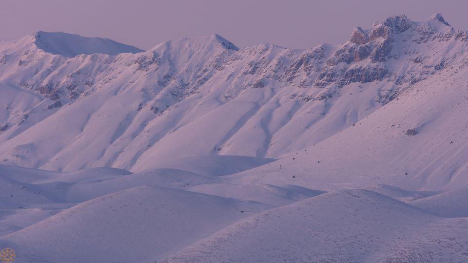 I monti di Campo Imperatore alla fine del crepuscolo, visti da Calascio-origi