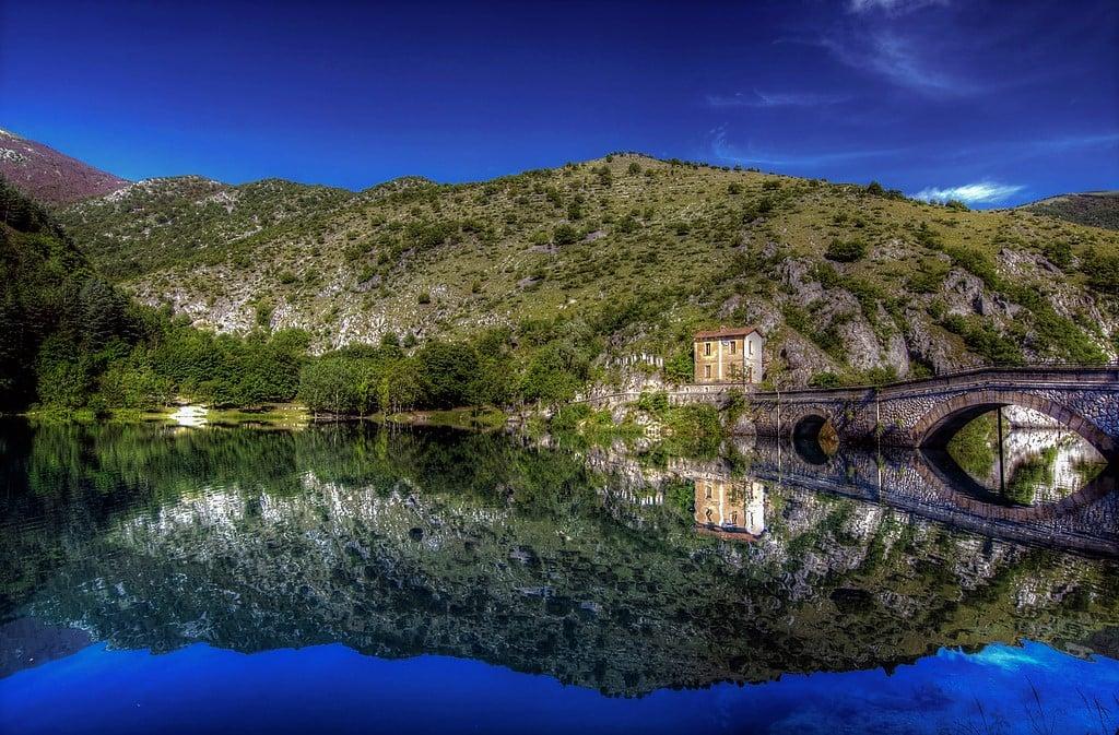 Lago di San Domenico, dove la bellezza dell'Abruzzo si specchia in Paradiso