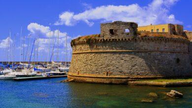 È in Italia il Castello di epoca bizantina che si affaccia sul mare cristallino. Lo hai già ammirato