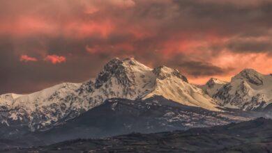 Il Cielo s'infiamma al tramonto su Sua Maestà il Gran Sasso da Ancarano (Teramo)