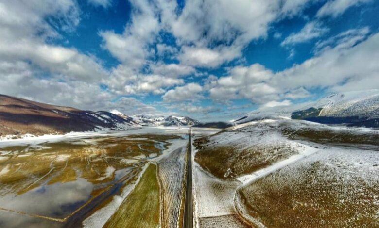 Il disgelo delle nevi sull'Altopiano delle Cinque Miglia è uno spettacolo
