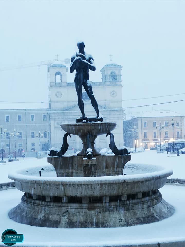 Cade la Neve a Marzo nel Centro storico della città de L'Aquila