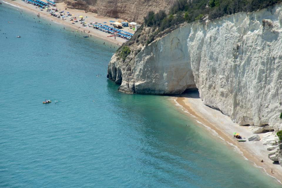 Puglia. Vi siete già tuffati nel mare trasparente e color turchese del Gargano? (guarda tutte le foto)