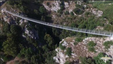 Sai dove si trova in Italia questo Ponte Tibetano tra brividi e natura superba?