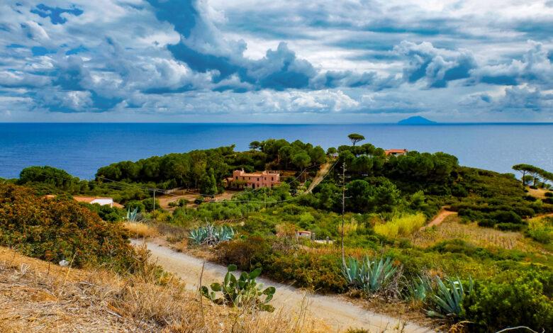 Come fare per visitare l'Isola di Montecristo Permessi, periodi e info utili