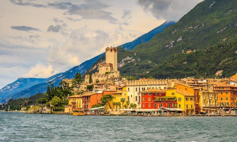Conosci Malcesine il meraviglioso Borgo sul Lago di Garda e sovrastato dal Monte Baldo Video