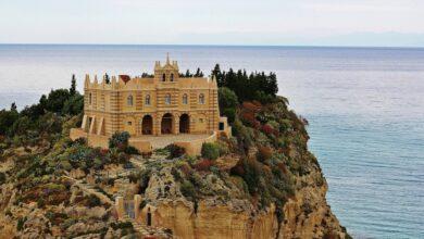 Conosci la leggenda del Santuario di Santa Maria dell'Isola a strapiombo sul mare?