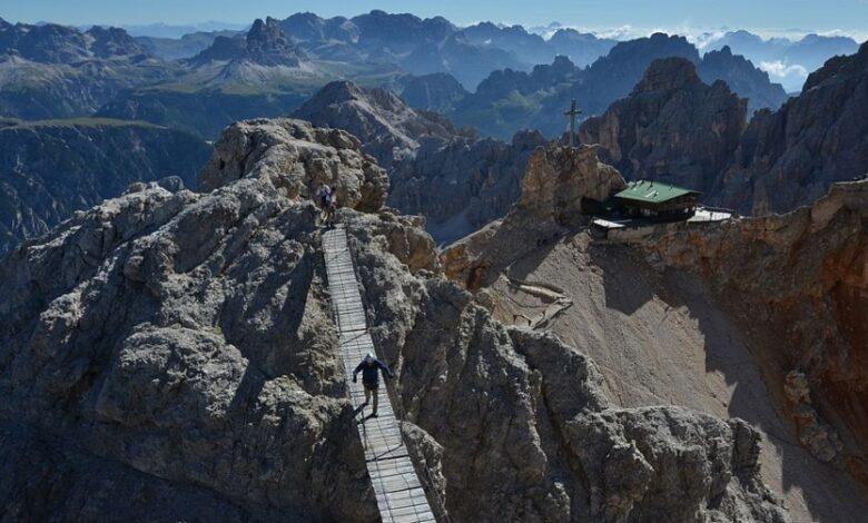 """Hai già percorso l'incredibile Ponte Tibetano """"di cristallo"""" sulla Ferrata Dibona? Ecco dove si trova e come fare / Video"""