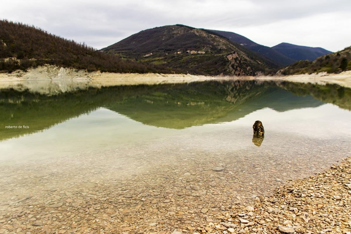Hai già visitato il Lago di Fiastra, specchio trasparente nel cuore dei Monti Sibillini (5)