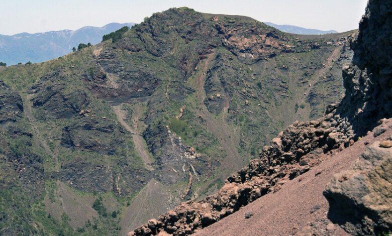 Mini guida per il Vesuvio. Tutto quello che c'è da sapere per fare un'escursione sul cratere