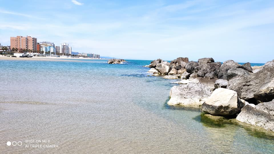 Montesilvano Spiaggia. Acque limpide e cangianti per una giornata meravigliosa (guarda tutte le foto)