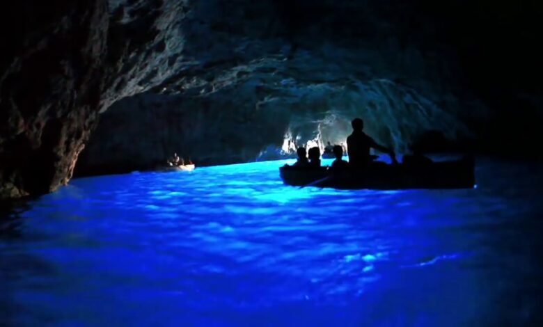 Vi siete mai già sdraiati nella barca per entrare nella Grotta Azzurra Consigli pratici e suggerimenti