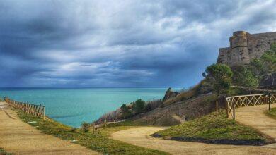 Ortona. Il Castello Aragonese fronteggia il Mare turchese e il Cielo blu