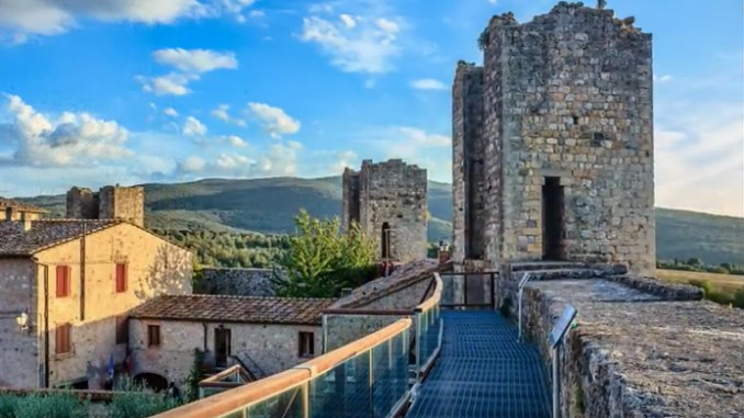 Conosci Monteriggioni, il Borgo Medievale sulla Via Francigena rimasto fermo nel tempo? / Video