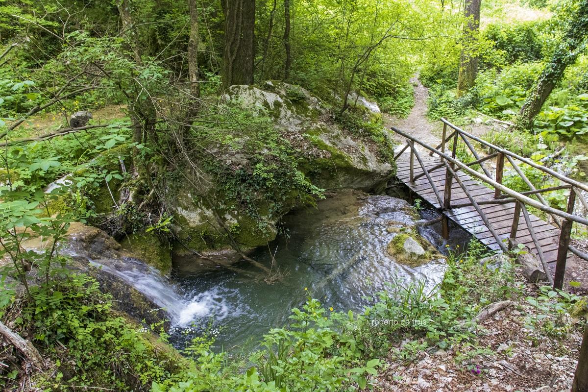 Come-fare-per-visitare-la-Cascata-delle-Vallocchie-sul-Lago-del-Turano-Sentiero-facile-e-sentiero-difficile,-quale-fare