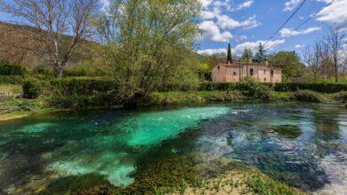 Ecco il colorato Fiume Tirino quando scorre in località San Martino a Capestrano (AQ)