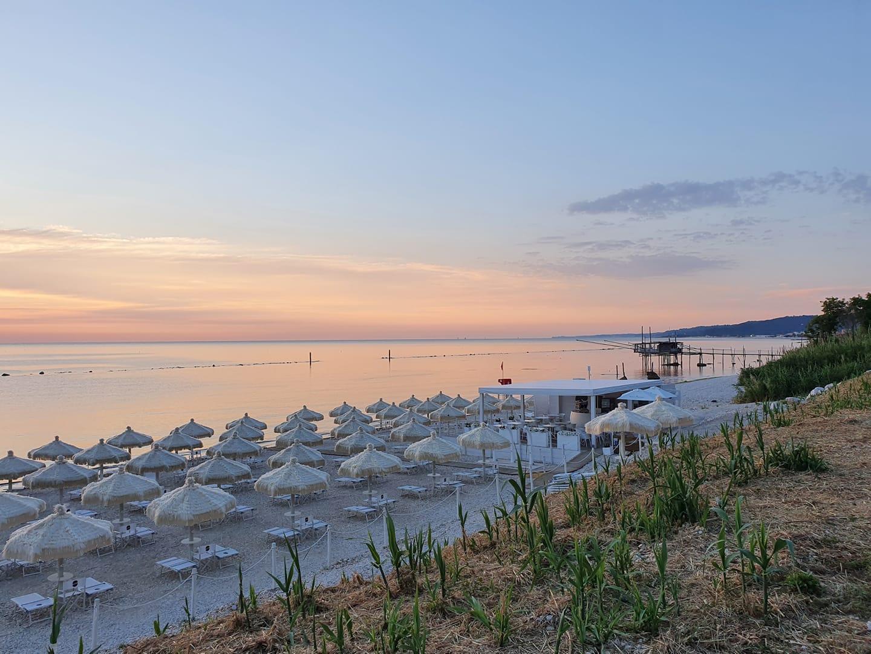 Spiaggia di Fossacesia. Un'alba di pace e tranquillità sulla Costa dei Trabocchi