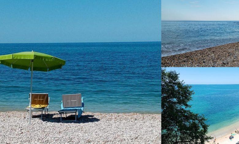 Una pennellata di blu dipinge l'orizzonte della Spiaggia dei Ripari di Giobbe. Ci siete già stati?
