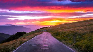La strada di montagna che unisce l'Abruzzo a un Universo di Colori. Sai dov'è?