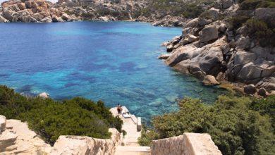 Le scale che scendono nel Paradiso. Hai già visitato la Spiaggia di Cala Spinosa? / Video