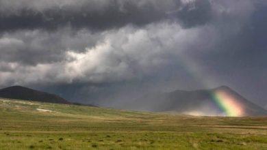 """Abruzzo. Arcobaleno """"buca le nuvole"""" di tempesta nella Bellezza di Campo Imperatore"""
