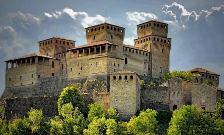 Hai già visitato il maestoso Castello di Torrechiara del Quattrocento? Come arrivare, orari e costi