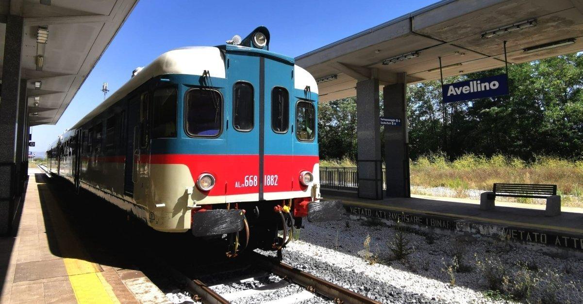 """I viaggi in treno continuano a crescere. """"Torna a fischiare"""" anche l'Irpinia Express. Tutte le novità"""